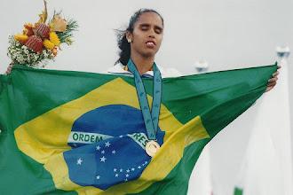Lenda do atletismo paralímpico, Ádria Santos inicia carreira no ciclismo