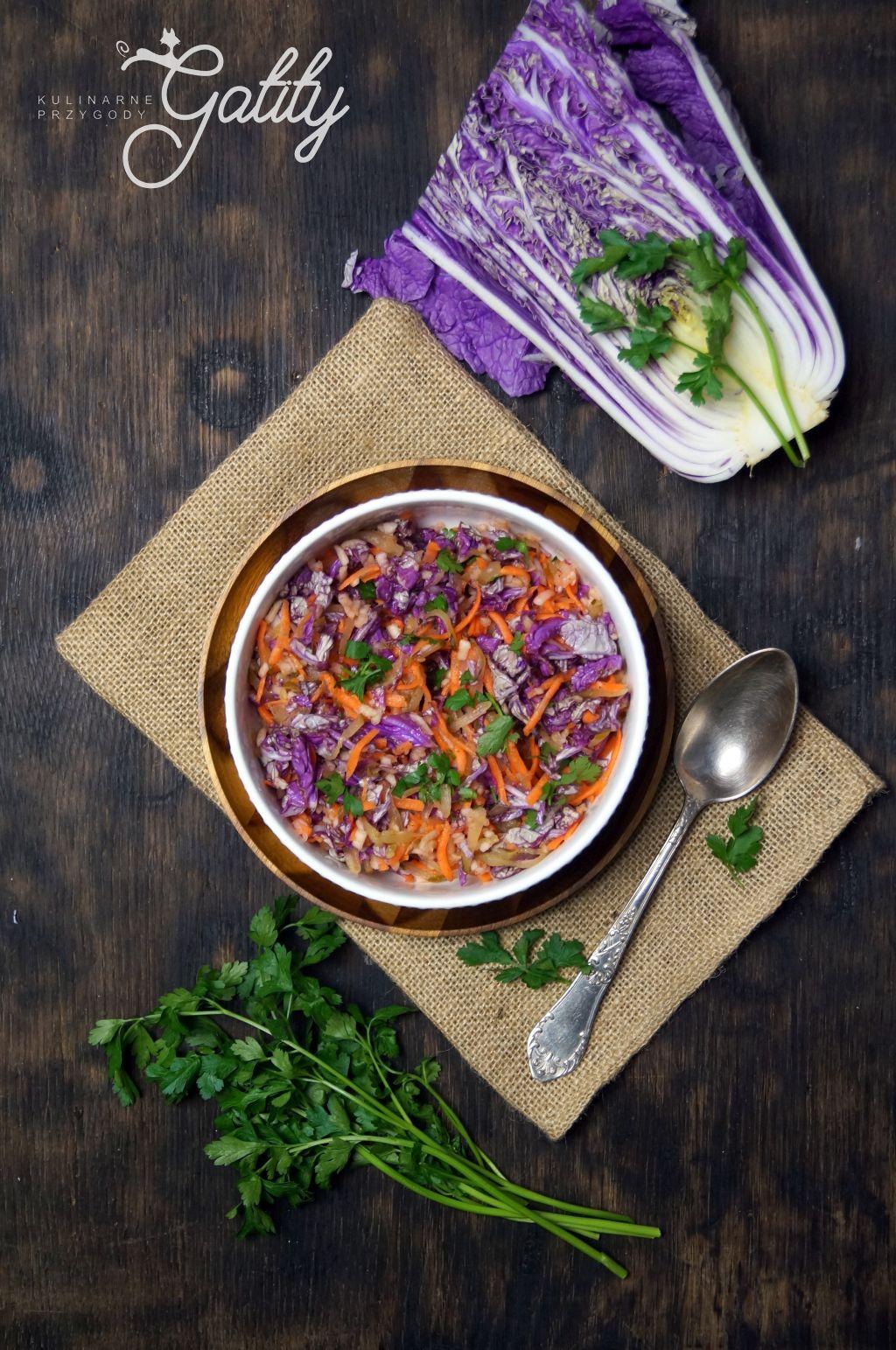 kolorowa-salatka-w-bialej-misce
