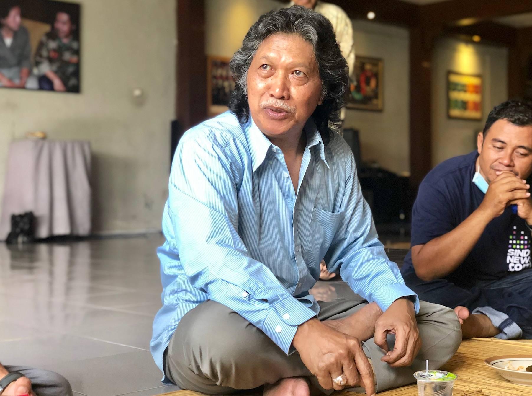 Cak Nun Posting Foto Tumpukan Emas Batangan, Peninggalan Soekarno?