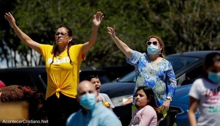 Cristianos orando ante coronavirus