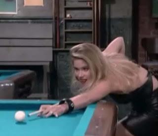 Sexy Blondine in Leder Kelly Bundy