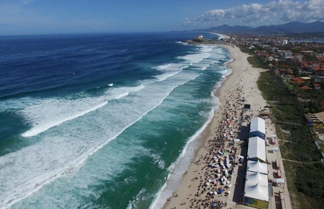 Foto aérea do público na etapa de Saquarema da WSL
