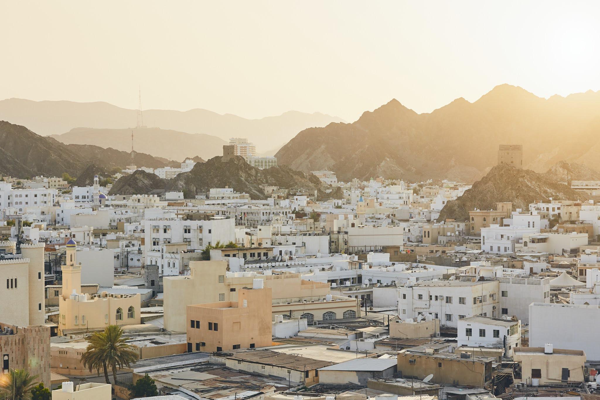 عمان تلغي قرارها بحظر حركة الأفراد والمركبات