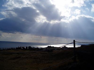 구름 사이의 햇빛