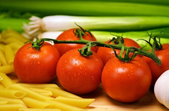 4 Amazing Beauty Benefits Of Tomatoes