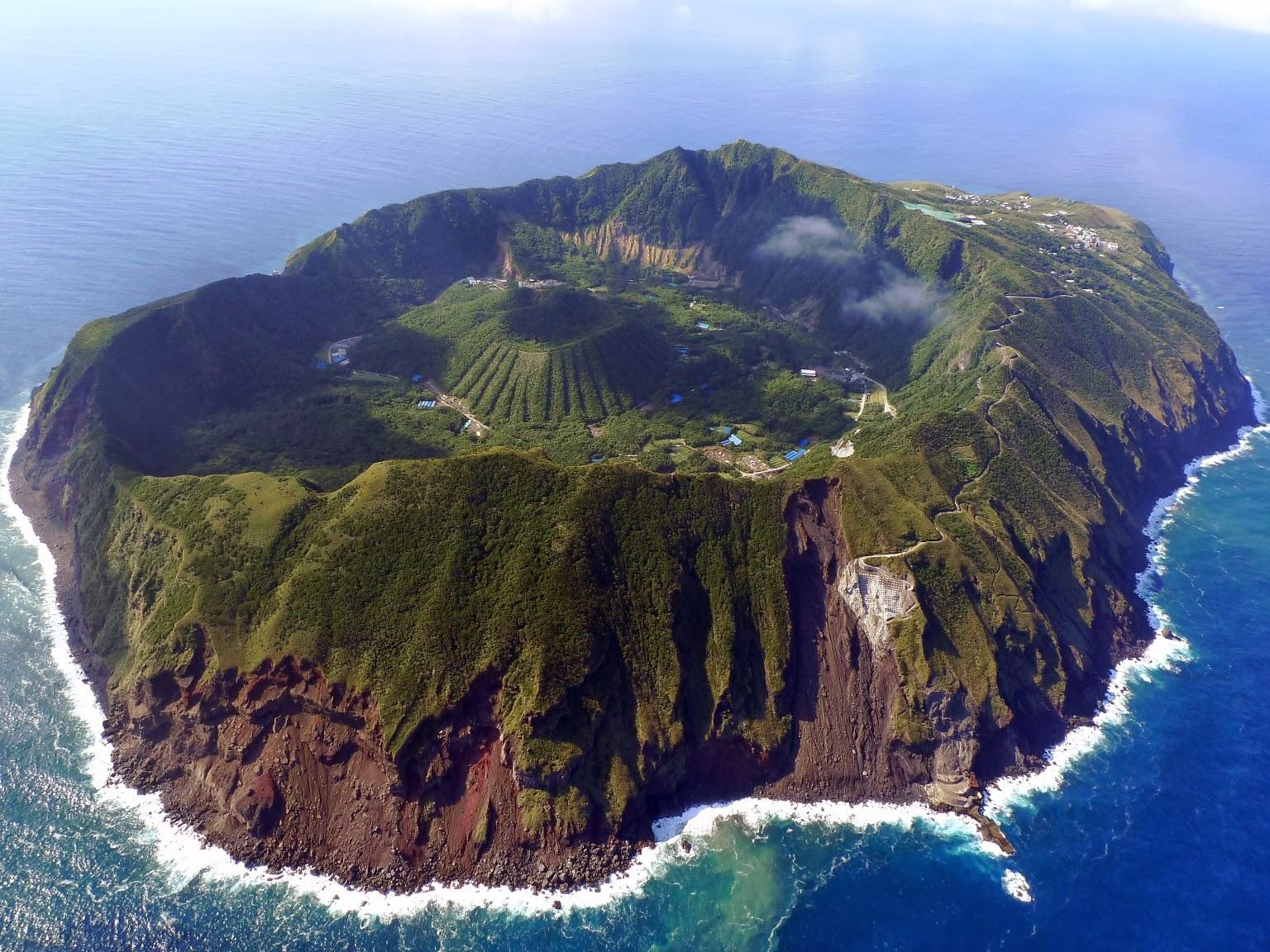 Aogashima, The Inhabited Volcanic Island of Japan ...