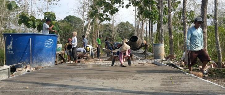 Pengecoran Jalan Dusun Tompo Balang Sudah Mencapai 99 Persen