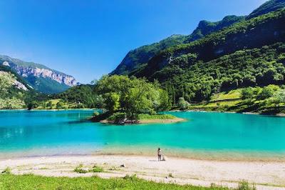 Lago di Tenno (Trento) Gite e vacanze in Trentino - Laghi belli italia