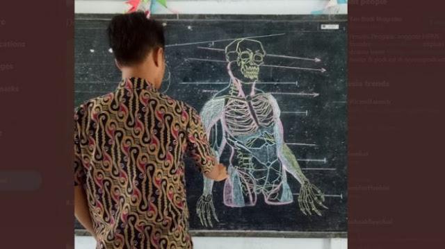 Tak Sebanding dengan Gajinya, Gambar Guru Honorer ini Niat Banget