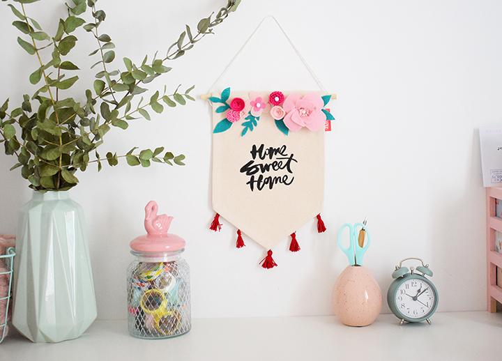 fanion customisé fleurs en feutrine atelier créatif