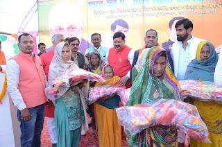 Free Health Checkup Blanket Given On Ex Pm Atal Bihari Birthday Uttar Pradesh