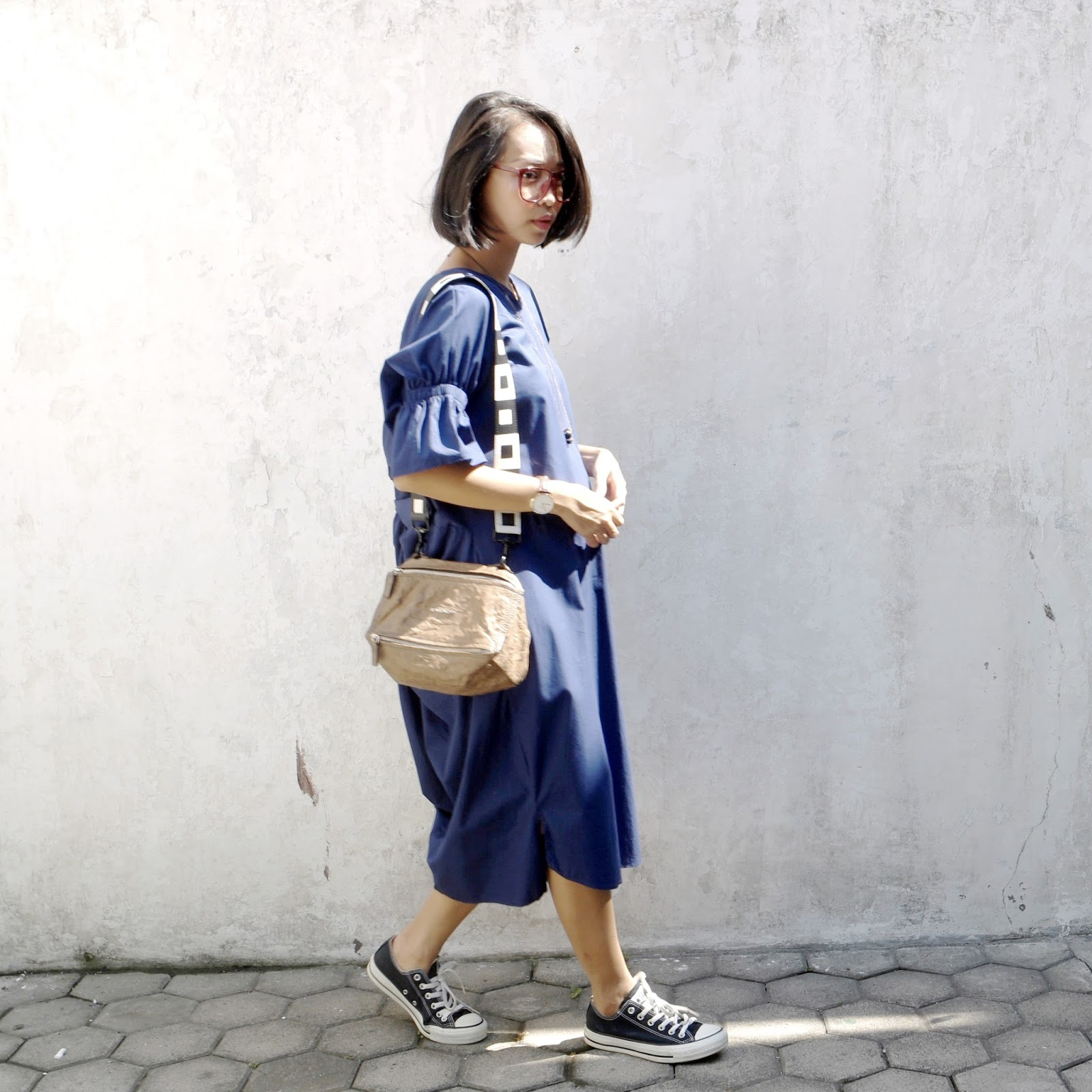 Petite Brown Sugar Tendencies Short Shirts Basic Long Collar Less White Putih M You Can See That I Replaced The Original Bag Strap With A Black And Why Because It Is Too For Me