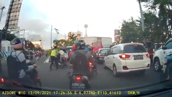 Polda Jelaskan Viral Pemotor Jatuh Saat Dihentikan Paksa Polisi Semarang