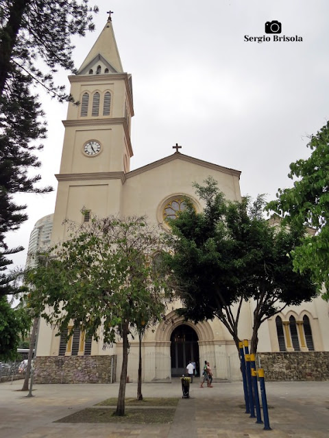 Vista ampla da Paróquia Nossa Senhora do Monte Serrat - Pinheiros - São Paulo