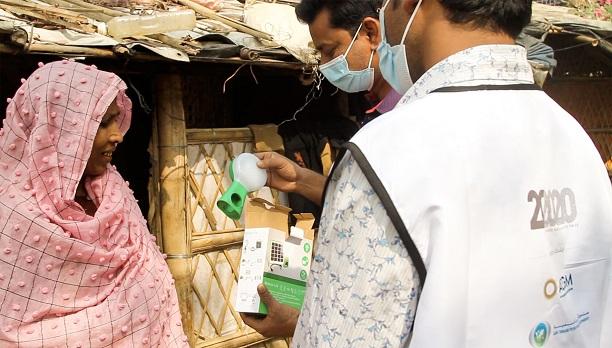 """مبادرة """"ما بعد 2020"""" تساهم في توفير مصابيح شمسية لمخيم لاجئين في بنغلاديش يعد الأكبر في العالم"""