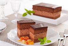 كعكة المجرية بموس الشوكولاتة