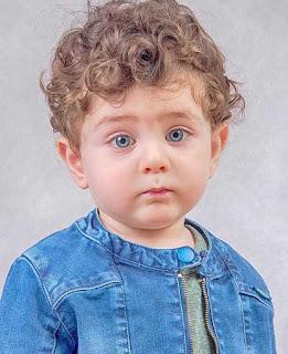 صورة طفل صغير برىء جميل جداً كيوت اوى بعيون زرقاء ساحرة