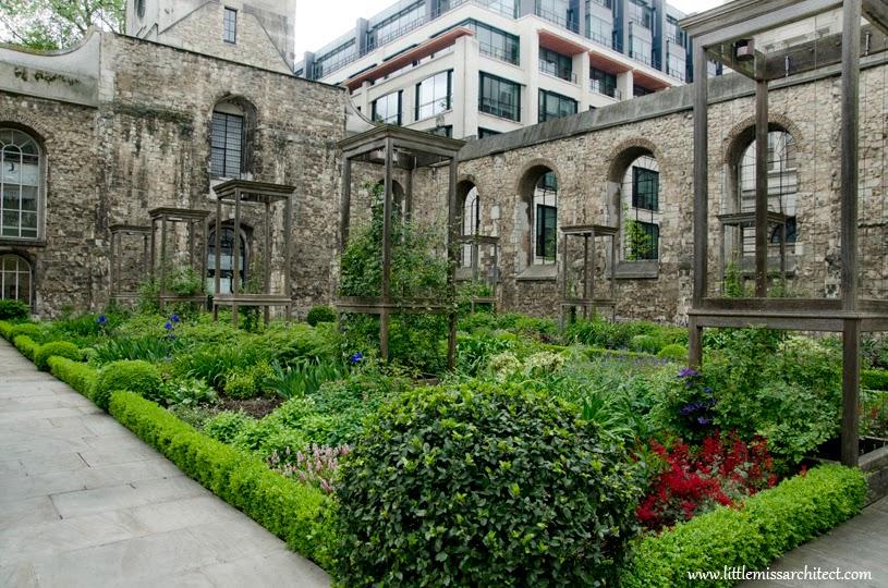 park w kościele, londyn, christ church Greyfriars, skwer Londyn