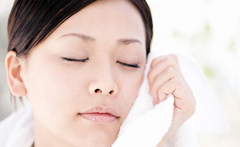 卸妝乳、卸妝油、卸妝水、卸妝紙巾…到底什麼適合你?