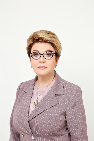Новоназначеният руски посланик Елеонора Митрофанова пристигна в София, първо посети Руската църква