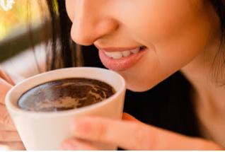 Tips Agar Gigi Tidak Rusak Akibat Minum Kopi