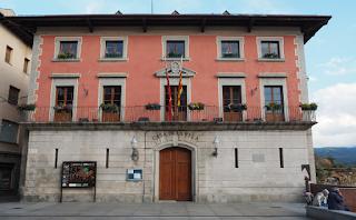 Casa de la Vila a la Plaça de l'Ajuntament de Puigcerdà per Teresa Grau Ros