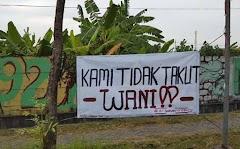 Tangisan Firman, anak Bapak Teroris Indonesia setelah Shalat Subuh
