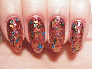 http://www.nail-it-by-inanna.com/2013/08/na-poczatek-teczowe-drobiny.html