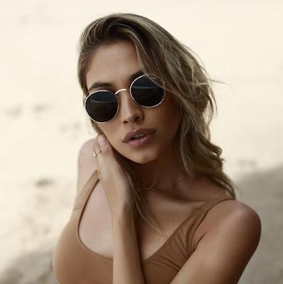 https://www.clubefashion.com/quay-australia/montra/produto/oculos-de-sol-quay-mod-star-dourados-e-verdes/8580681a8c705fdd7ef9d8f2cf108ca321237