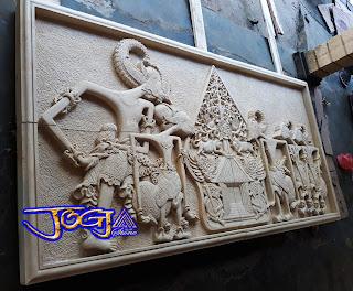 Ukiran relief untuk hiasan tempel pada dinding motif gambar wayang pendawa lima