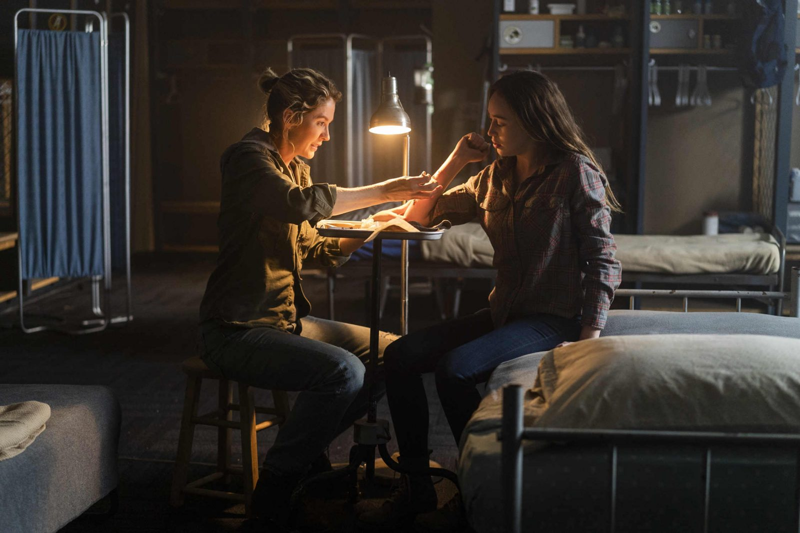 Naomi y Alicia en el episodio 4x06 Just in Case en Fear The Walking Dead