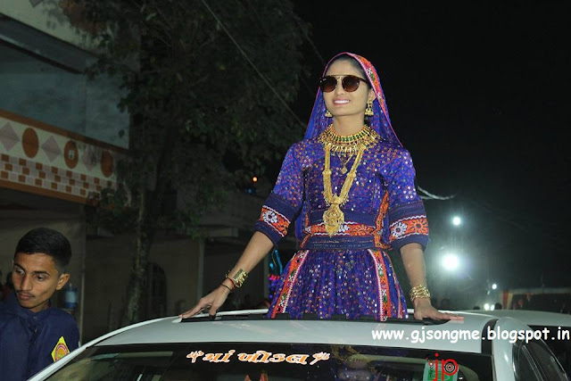 Geeta Rabari Photos Images wallpaper free download