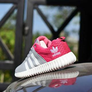 Jual Sepatu Sport Adidas Yeezy Boost Warna Abu-abu Pink