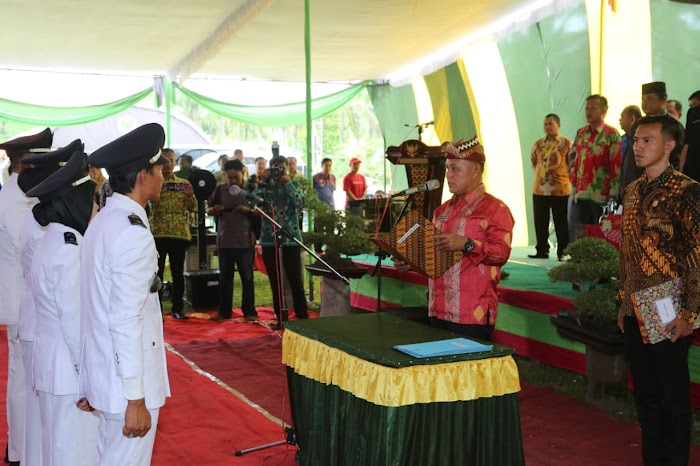 Plt Bupati Nanang Ermanto Lantik 4 Penjabat Kepala Desa dan Kukuhkan 114 Orang BPD di Kecamatan Ketapang.
