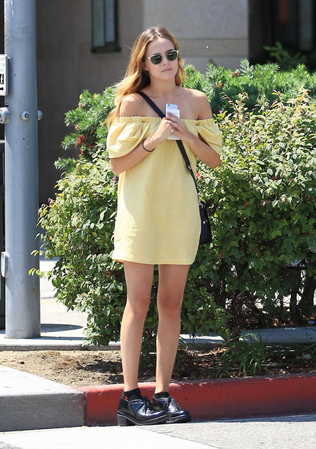 Zoey Deutch HQ Photos for Free – At a Nail Salon in Beverly Hills, California