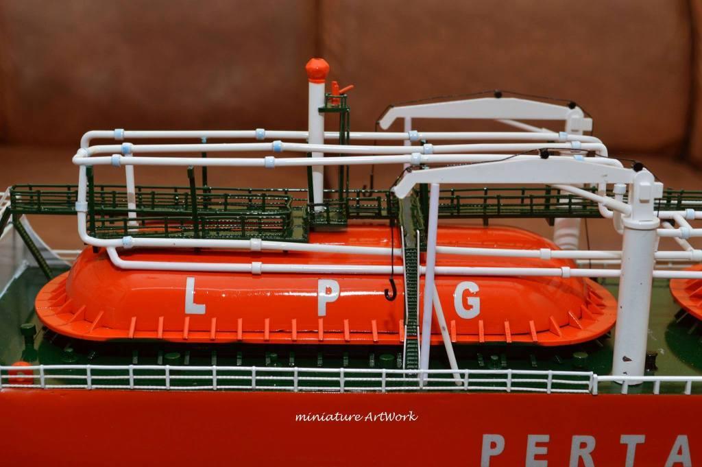 maket souvenir miniatur kapal gas arar tanker lpg indonesia