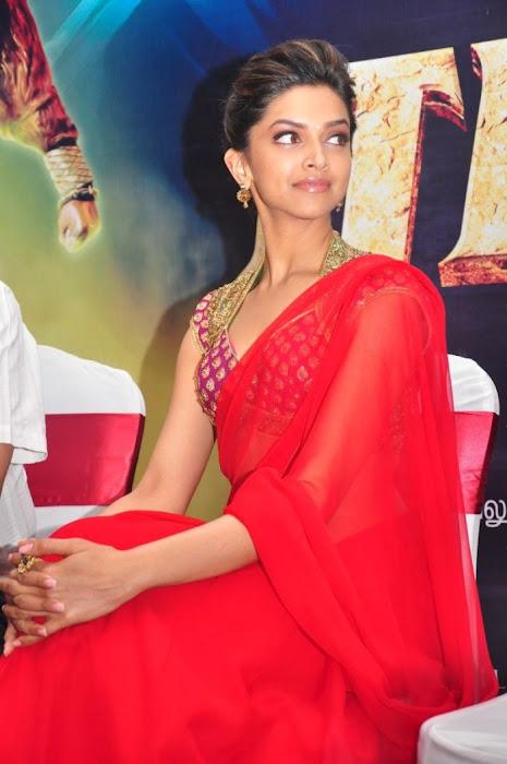 tamil cinema foto: Deepika Padukone in Red Saree Cute Pics