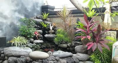 taman dan kolam relief tebing