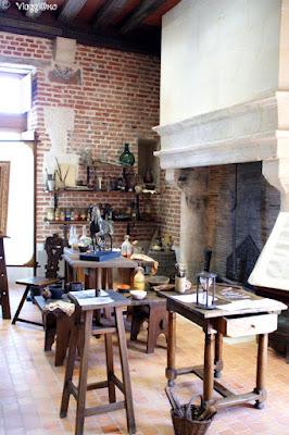 Le sale settecentesche del Clos Lucé dove Leonardo studiava