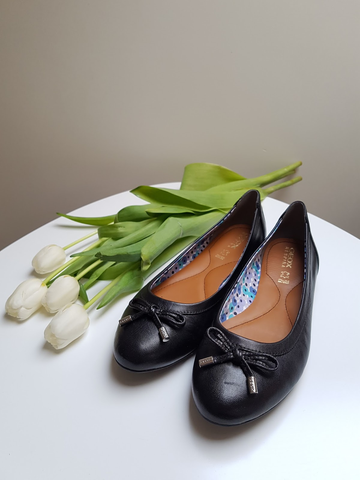 grube czarne rurki z łupami lesbijskie orgie stóp