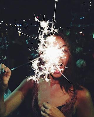 foto tumblr pose con chispita de noche juvenil divertida