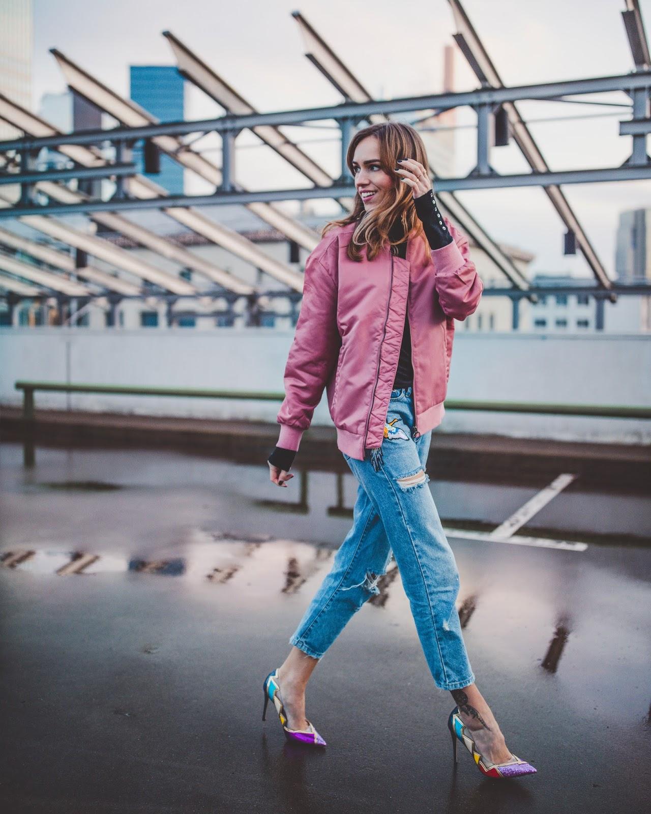 bomber jacket pumps boyfriend jeans street style