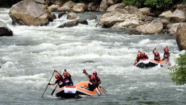 Arung jeram (rafting) di Sungai Alas - Aceh