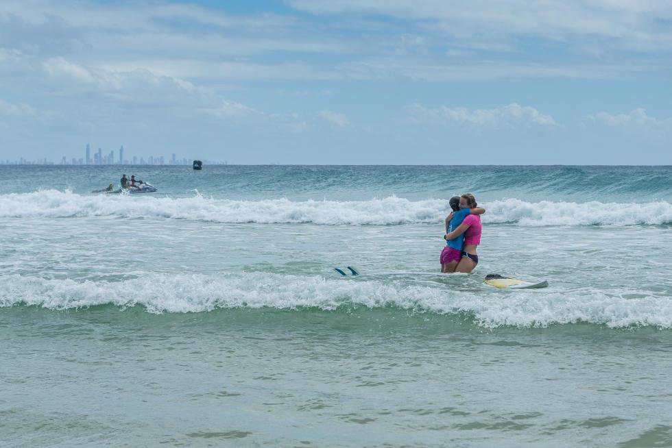 20 Bianca Buitendag Johanne Defay 2016 Roxy Pro Gold Coast Fotos WSL Kelly Cestari