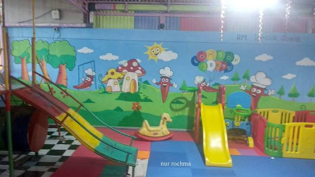 playground untuk tamu yang membawa anak kecil.