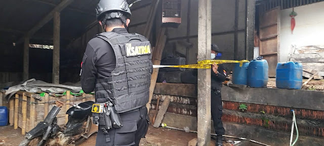 Tim Ksatria Polresta Banyumas Menggrebeg 2 Pabrik Tuak di Ajibarang