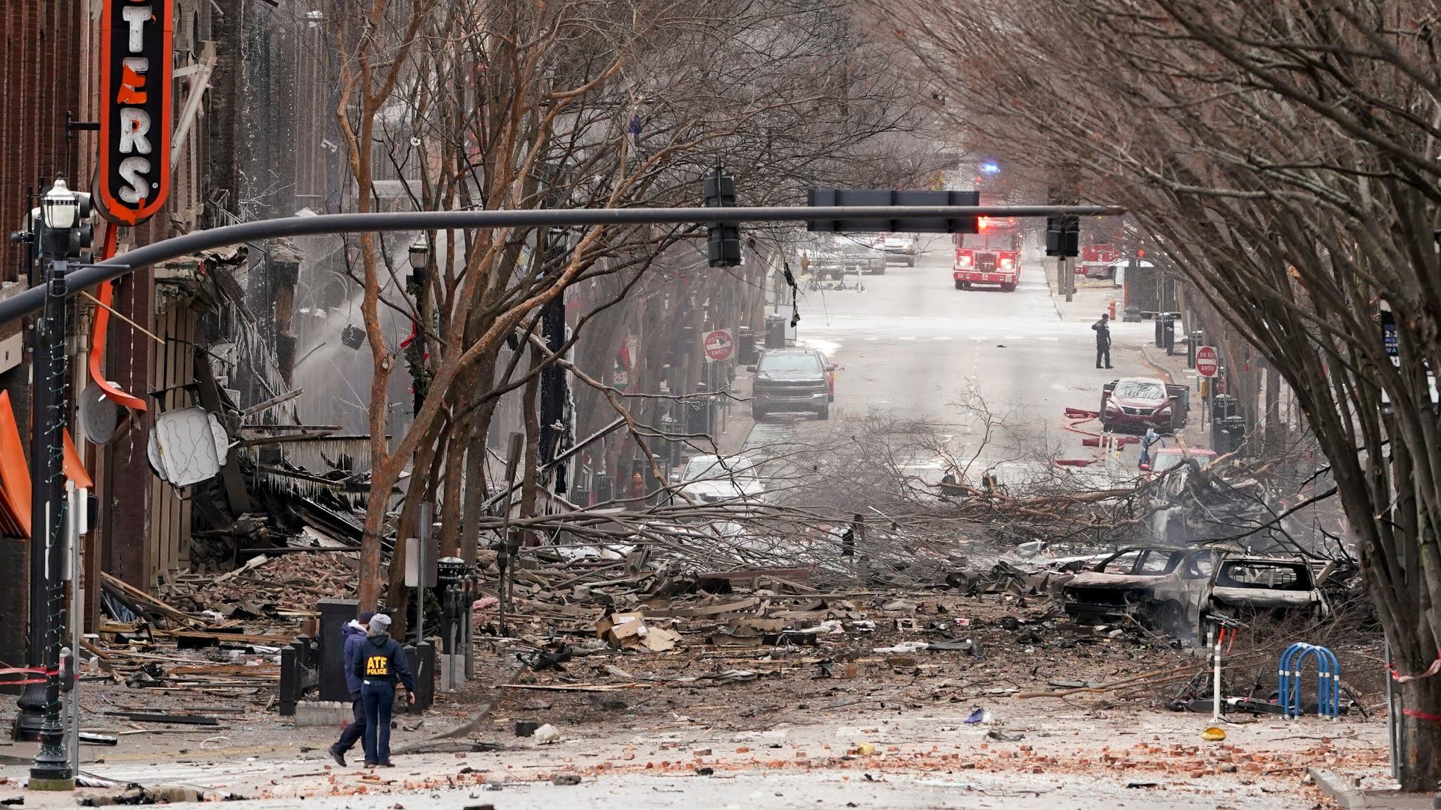 TERRA REAL TIME: Stati Uniti: violentissima esplosione devasta un quartiere  di Nashville