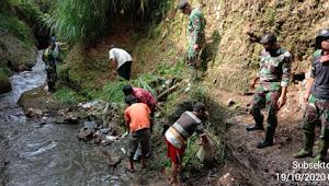Peltu Bayu, Satgas Sektor 22 Dansub 07 Terapkan Gotong Royong Pada Pemeliharaan Sungai