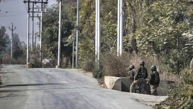 indian army soldiers guarding at lac