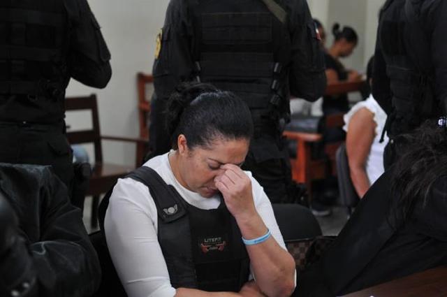 """""""Jesucristo ha resucitado"""", la frase en el brazalete que porta Marlin Martínez"""